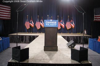 ** Candidate Obama uses a Presidential Teleprompter **